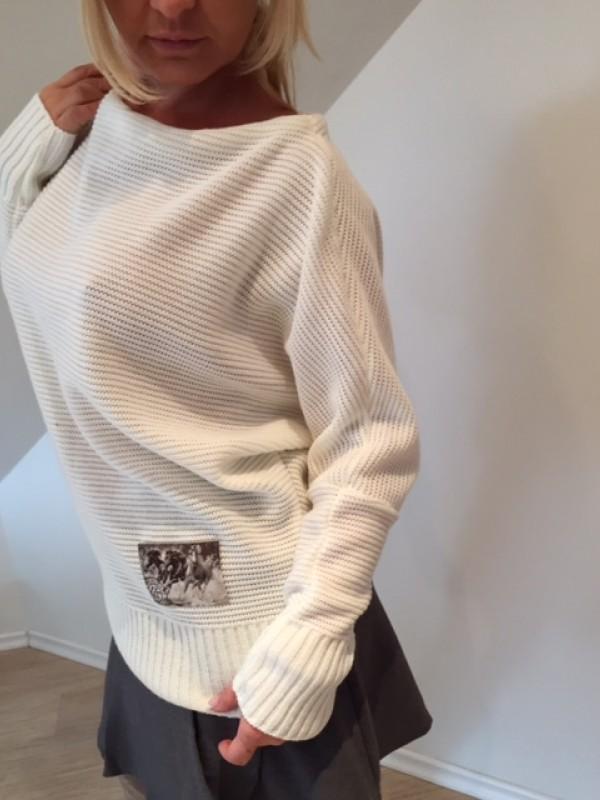 Sweter z Naszywką