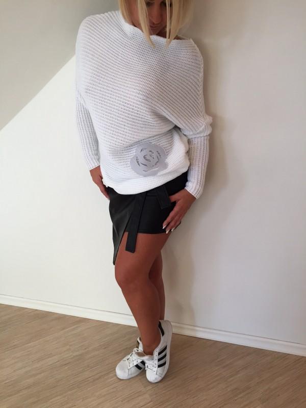 Sweter z Różą. Kolor Ecru