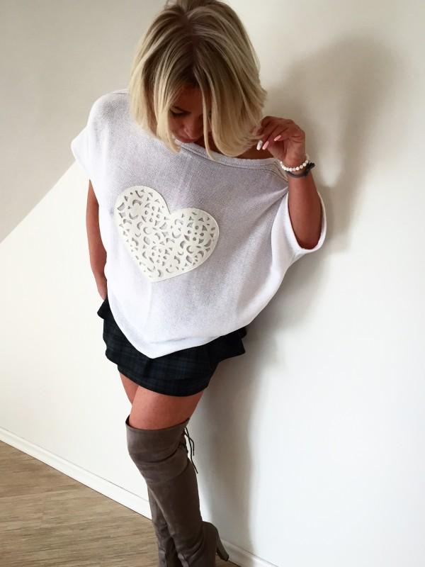 Bluzka z  Sercem. Kolor Biały