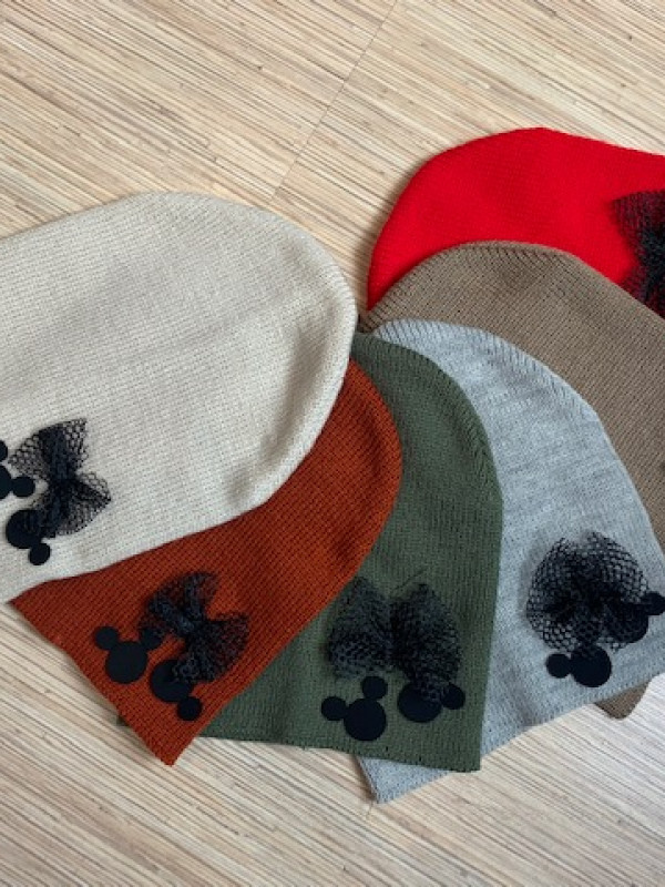 czapka z małymi myszkami