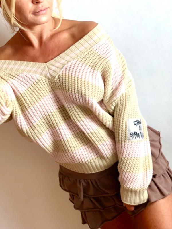 Sweterek w paski różowo beżowe