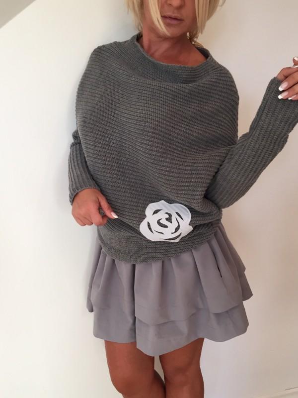Sweter z Różą. Kolor Grafit