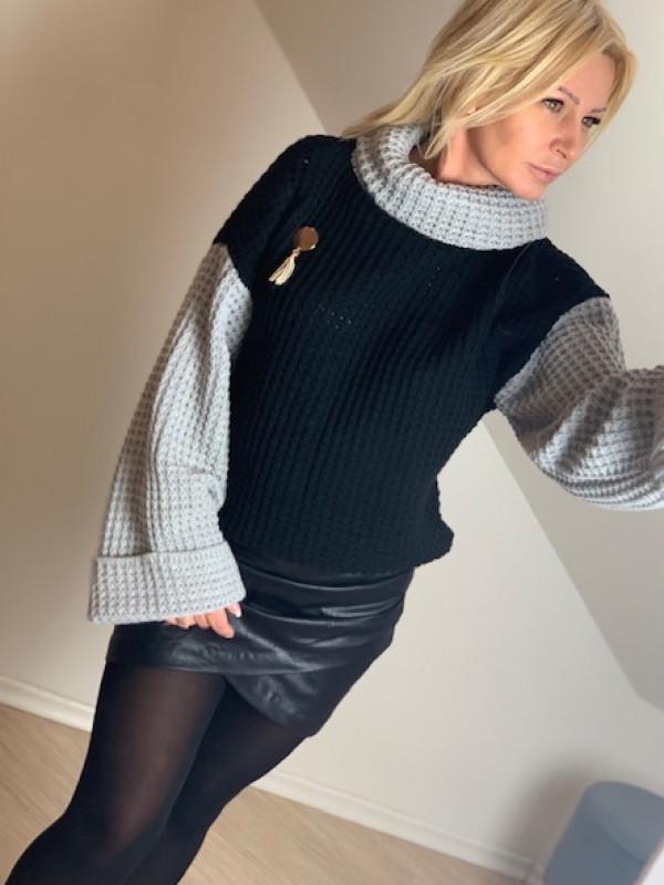 sweter dwukolorowy z golfem