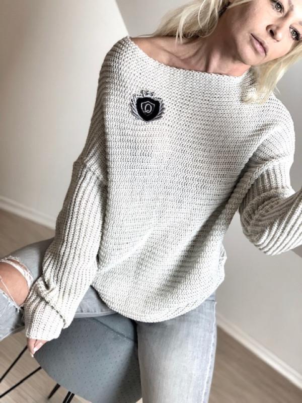 Sweterek Queen z naszywką
