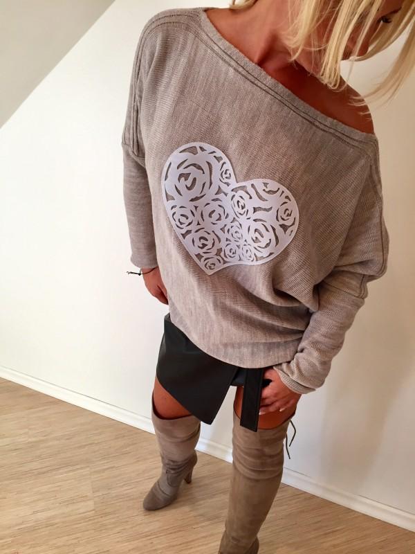 Sweter z Sercem Ażurowym