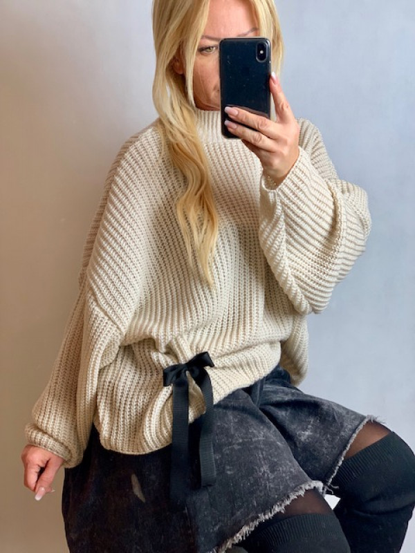 Sweter oversize z kokardką na dole