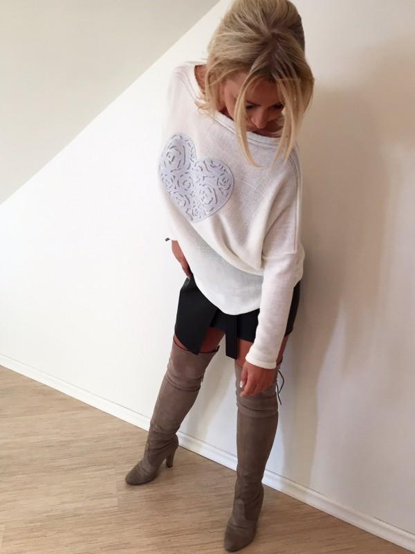 Sweter z Sercem Ażurowym. Kolor Ecru