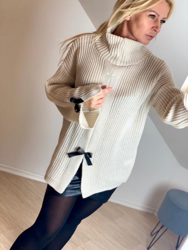 Sweter z błyszczącymi  kokardkami